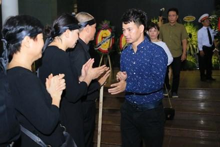 Xuân Bắc, Trọng Trinh, Quốc Khánh cùng đông đảo nghệ sĩ tới tiễn đưa NSƯT Hoàng Yến