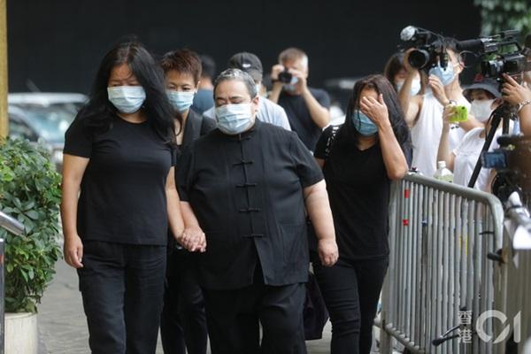 Khung cảnh tại tang lễ Vua sòng bài Macau ngày thứ 2: Người dân mang di ảnh đến viếng, quan chức cấp cao và giới doanh nhân cũng có mặt-1