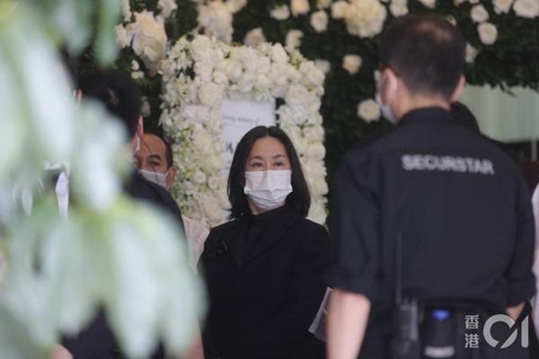 Khung cảnh tại tang lễ Vua sòng bài Macau ngày thứ 2: Người dân mang di ảnh đến viếng, quan chức cấp cao và giới doanh nhân cũng có mặt-2