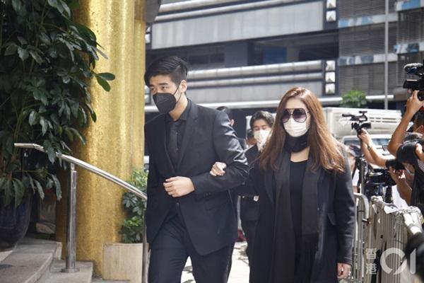 Khung cảnh tại tang lễ Vua sòng bài Macau ngày thứ 2: Người dân mang di ảnh đến viếng, quan chức cấp cao và giới doanh nhân cũng có mặt-5