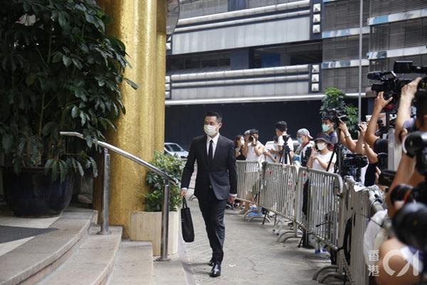 Khung cảnh tại tang lễ Vua sòng bài Macau ngày thứ 2: Người dân mang di ảnh đến viếng, quan chức cấp cao và giới doanh nhân cũng có mặt-7