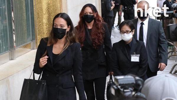 Khung cảnh tại tang lễ Vua sòng bài Macau ngày thứ 2: Người dân mang di ảnh đến viếng, quan chức cấp cao và giới doanh nhân cũng có mặt-9