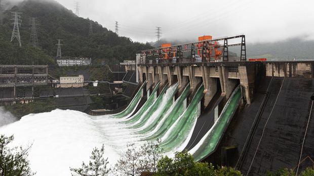 Đập thủy điện Trung Quốc xả lũ: Mặt sông tựa như mặt biển, như cuồng phong gào thét-4
