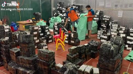 Ảnh, clip bên trong tổng kho hàng lậu 10.000 mét vuông của 9x Lào Cai: Hàng nghìn sản phẩm nhái Gucci, Louis Vuitton, Adidas..., doanh thu mỗi tháng chục tỷ-4