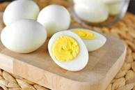 Luộc trứng tưởng dễ thực hiện nhưng nhiều chị em mắc sai lầm khiến trứng mất chất như chơi