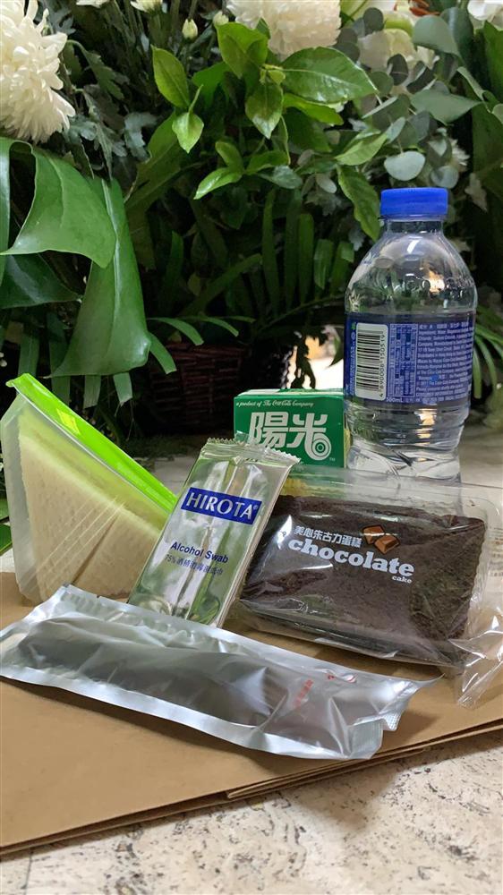Tiết lộ túi quà mà gia tộc danh giá nhất Hồng Kông tự tay chuẩn bị cho các phóng viên ở tang lễ Vua sòng bài Macau-2