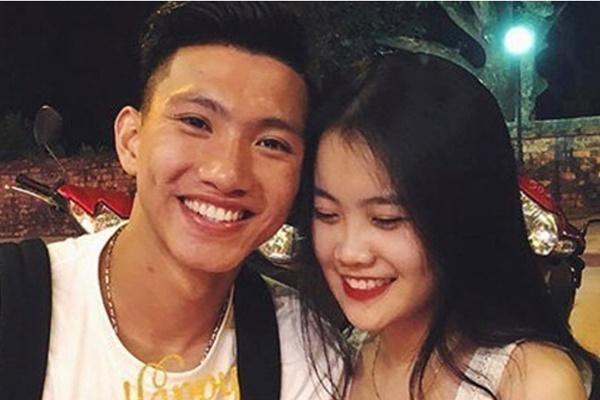 Văn Hậu và bạn gái lại dính tin đồn 'đường ai nấy đi' trước khi về Việt Nam