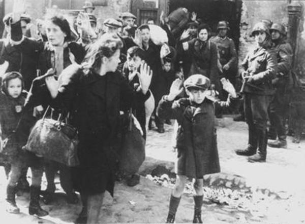 Người phụ nữ giấu hàng nghìn đứa trẻ trong vali, quan tài, đến khi bị bắt mới vỡ lẽ ra đó chính là hành động cứu mạng các em-5