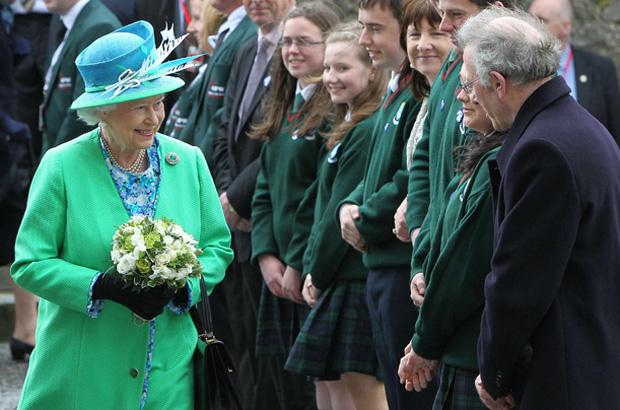 Sau phát ngôn động chạm bà nội của Harry, dân tình đào lại phản ứng của Nữ hoàng khi nghe tin vợ chồng cháu trai rời gia tộc-2