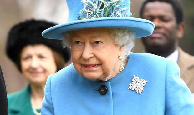 Sau phát ngôn động chạm bà nội của Harry, dân tình đào lại phản ứng của Nữ hoàng khi nghe tin vợ chồng cháu trai rời gia tộc-3