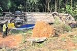 Danh tính các nạn nhân vụ xe khách lao xuống vực gây thương vong ở Kon Tum: Trong 5 người tử vong có 2 em nhỏ-2