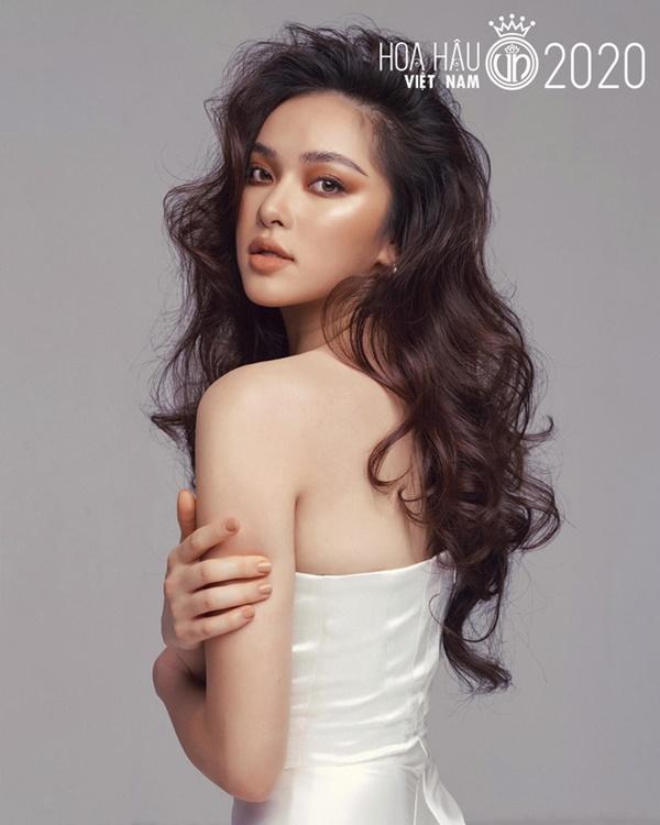 Xuất hiện ứng viên nặng kí của Hoa Hậu Việt Nam 2020: Dáng đẹp, mặt xinh, makeup tông nude đã tây còn na ná Châu Bùi-1