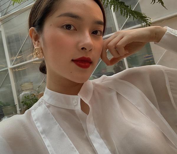 Xuất hiện ứng viên nặng kí của Hoa Hậu Việt Nam 2020: Dáng đẹp, mặt xinh, makeup tông nude đã tây còn na ná Châu Bùi-10
