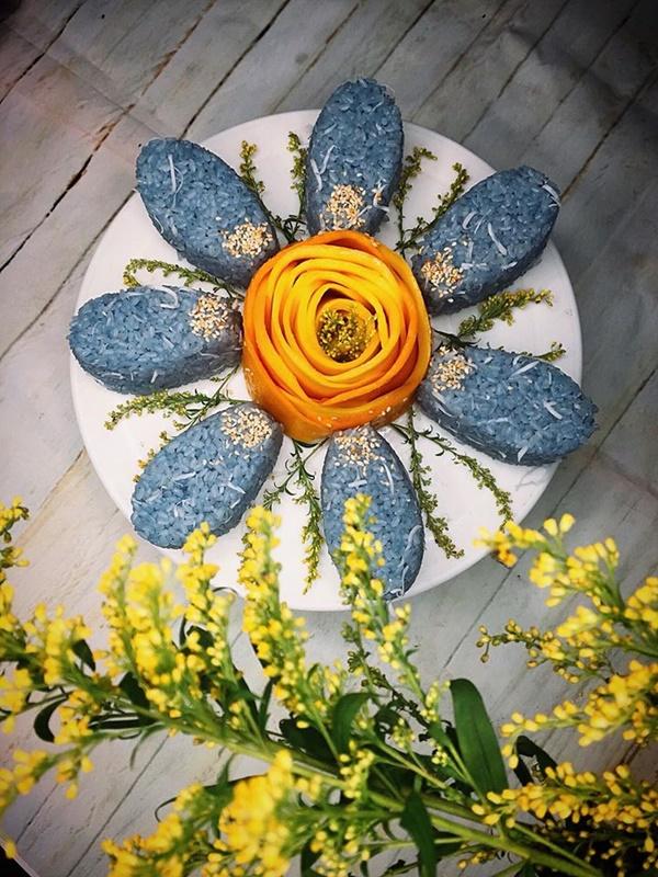 Mẹ 8x gây bão MXH với loạt món ăn xanh mướt từ hoa đậu biếc, chỉ nhìn đã thấy mát lịm tim!-11
