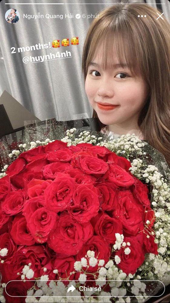 Huỳnh Anh bay vào Đà Nẵng cổ vũ Quang Hải thi đấu: Tiếp tục tinh thần chàng ở đâu nàng theo đó không rời-2