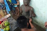 Nhiều người kéo nhau đi… lạy bức tượng đá gãy tay, chân