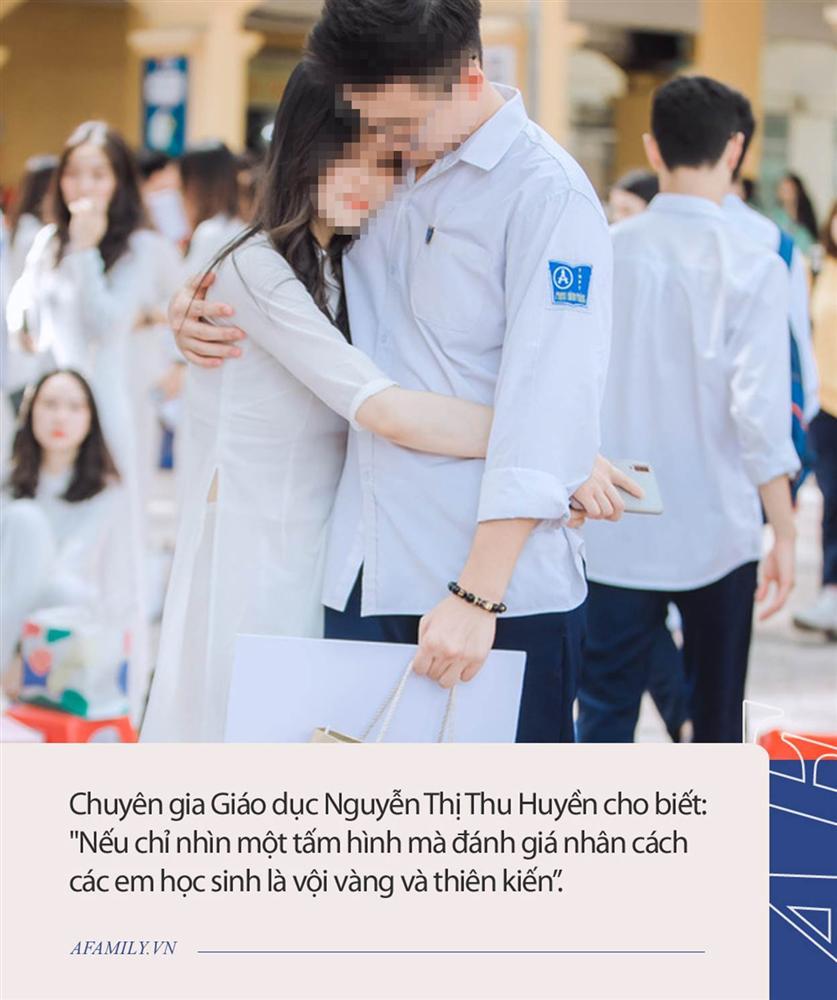 Hôn bạn gái ngay giữa sân trường trong lễ bế giảng, hành động của nam sinh trường Phan Đình Phùng nhận về nhiều ý kiến trái chiều-5