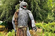 Sau khi bị chê phản cảm, hiện tại khu du lịch Quỷ Núi gần Đà Lạt đã mặc 'quần áo' cho các bức tượng