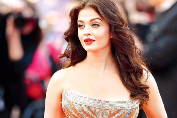 Hoa hậu Thế giới đẹp nhất mọi thời đại Aishwarya Rai nhiễm Covid-19