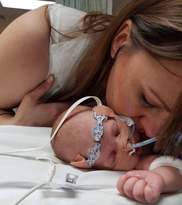 Nhịp tim tăng lên 320 lần/phút, bé sơ sinh được bác sĩ cấp cứu bằng cách nhúng đầu vào xô nước đá-2