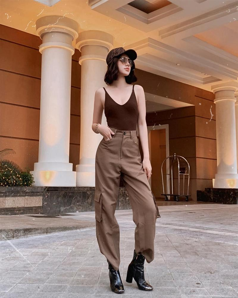 Nhìn Jolie Nguyễn mà rút kinh nghiệm, chị em đừng chọn mẫu quần này nếu không muốn dìm dáng và người lùn 1 mẩu-3