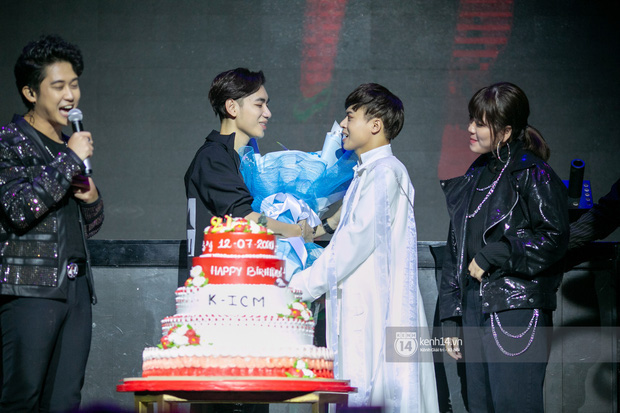 Ngay trong mini concert mừng sinh nhật, K-ICM bật khóc vì áp lực trước hàng loạt bình luận tiêu cực của anti -fan-3