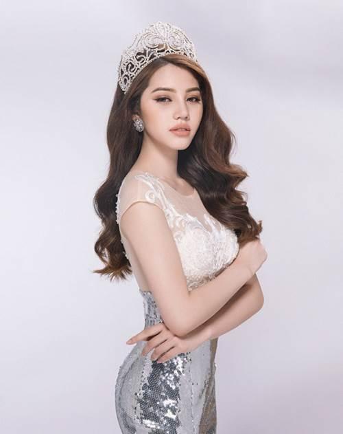 Khám kho hàng hiệu hàng chục tỷ của Hoa hậu duy nhất là rich kid Jolie Nguyễn-1
