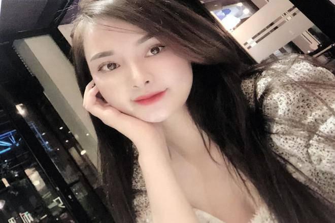 Hot girl 18 tuổi ở TP.HCM cầm đầu đường dây bán dâm 30 triệu đồng, sex tour trăm triệu đồng-1