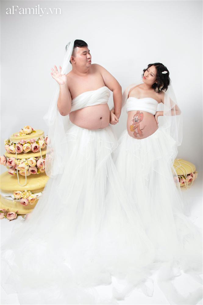 Bộ ảnh bầu hot nhất MXH: Bố bụng mỡ tạo dáng xinh không kém mẹ bầu, ai xem cũng phải thốt lên quá dễ thương-2