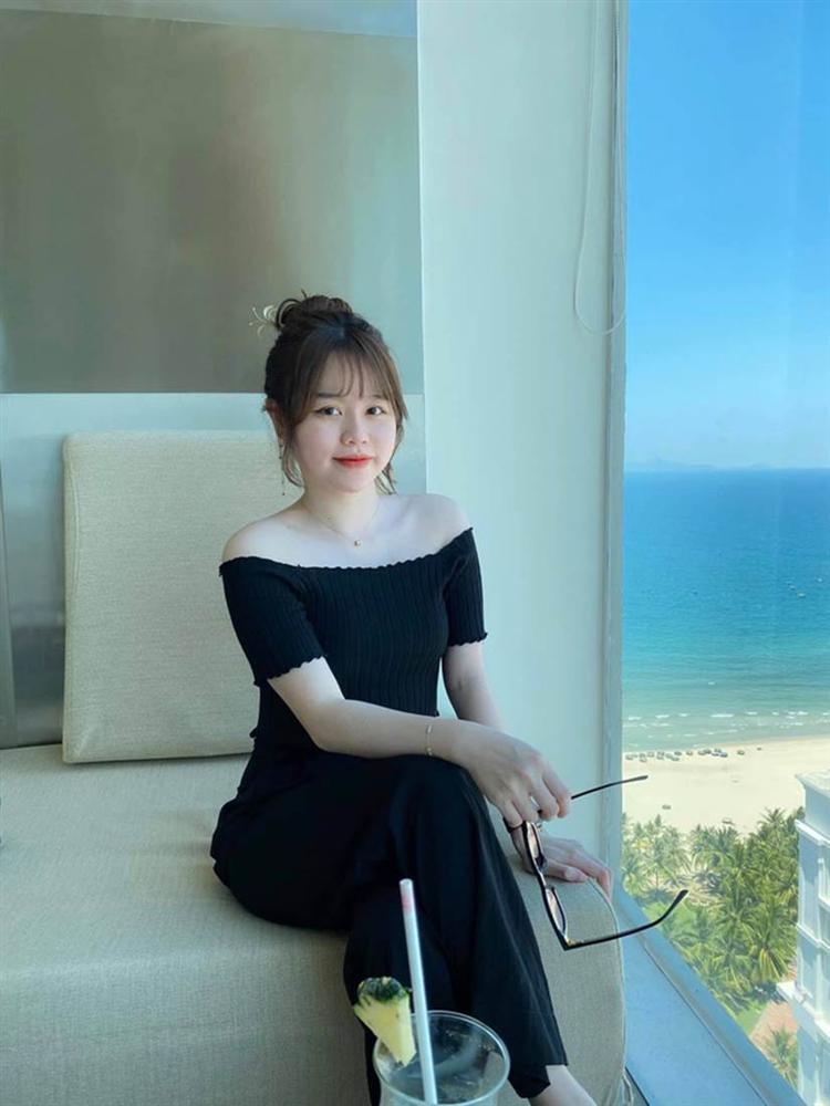 Huỳnh Anh được đồng nghiệp của Quang Hải gọi là quý bà vì cách vấn tóc, chọn trang phục-1