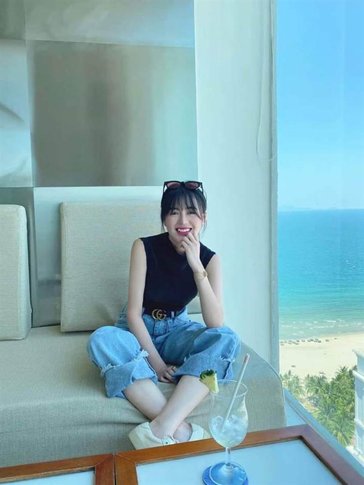 Huỳnh Anh được đồng nghiệp của Quang Hải gọi là quý bà vì cách vấn tóc, chọn trang phục-2