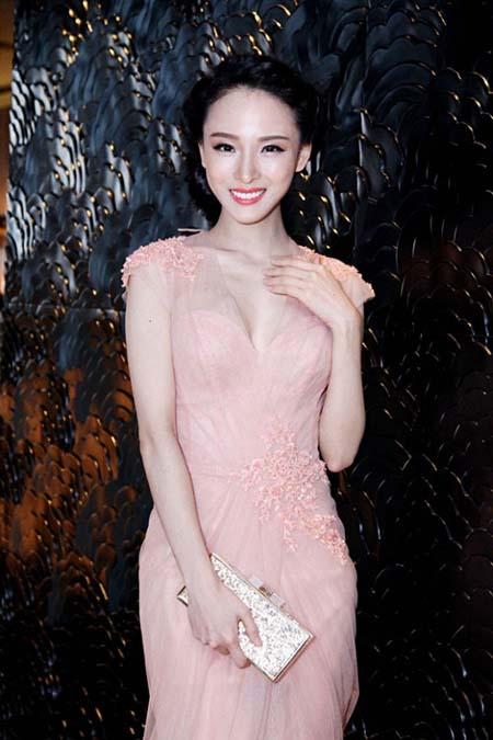 Hoa hậu Trương Hồ Phương Nga xuất hiện với nhan sắc rạng rỡ sau thời gian dài vắng bóng-5