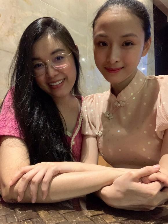 Hoa hậu Trương Hồ Phương Nga xuất hiện với nhan sắc rạng rỡ sau thời gian dài vắng bóng-2