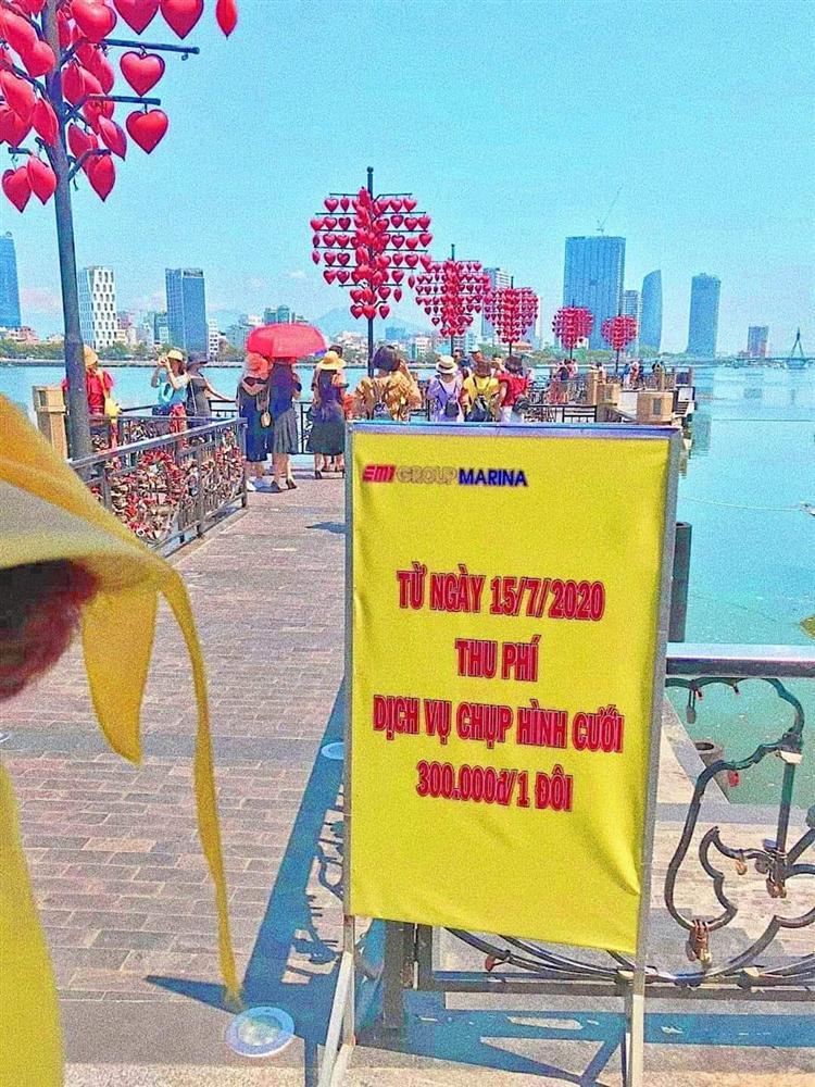 Cô dâu, chú rể phải trả 300 nghìn đồng để chụp ảnh ở cầu tình yêu Đà Nẵng-1