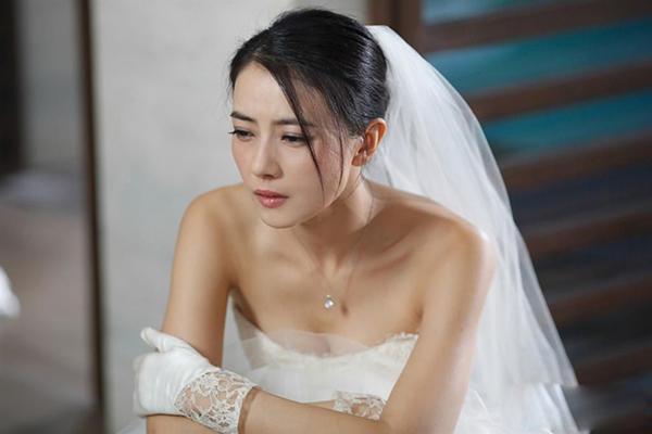 Mở quà cưới của bạn thân chồng tặng, tôi lập tức nhường anh cho cô ta-2
