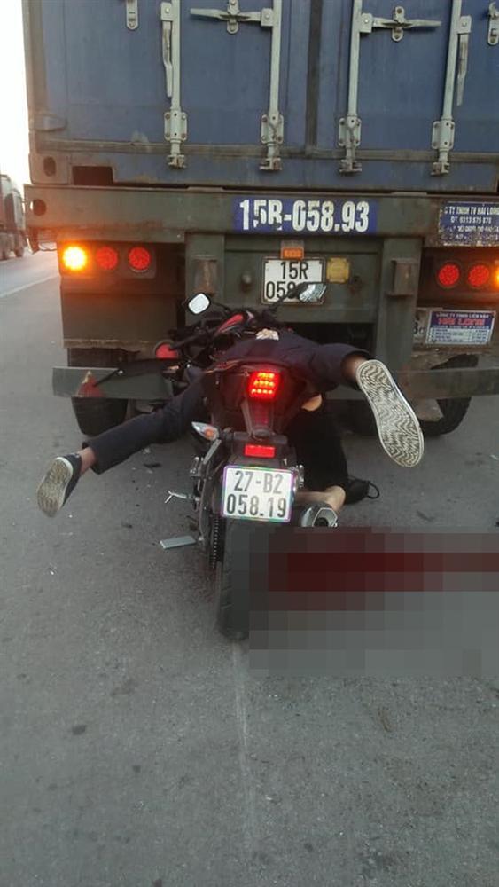 Nam thanh niên tông mạnh vào đuôi xe container, tư thế tử vong gây ám ảnh-2