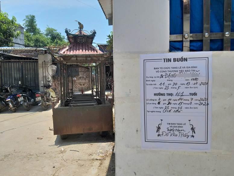 Vụ người phụ nữ bán hoa quả bị đâm tử vong ở Hà Nội: Một khách hàng đem 2 nghìn đồng đến hiện trường trả lại cho người đã khuất-3