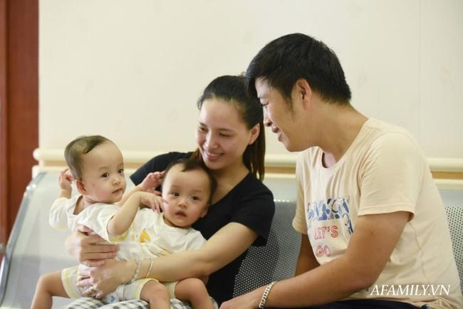 Mẹ 2 bé gái song sinh dính nhau nghẹn ngào mong con bình an trước khi bước vào ca mổ sinh tử-1