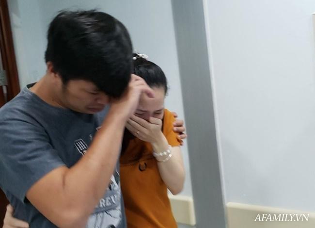 Mẹ 2 bé gái song sinh dính nhau nghẹn ngào mong con bình an trước khi bước vào ca mổ sinh tử-7