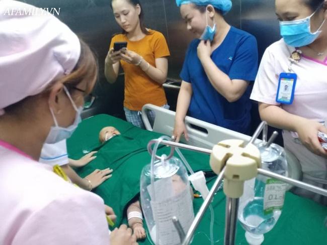 Mẹ 2 bé gái song sinh dính nhau nghẹn ngào mong con bình an trước khi bước vào ca mổ sinh tử-8