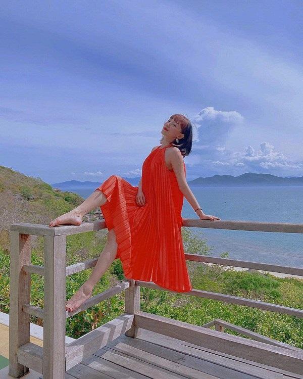 Các người đẹp Việt đang phải lòng một kiểu váy siêu thoải mái, diện vào mùa hè đẹp miễn chê-2