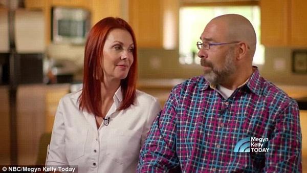 2 con gái sinh đôi dính liền, cha mẹ mất 7 tháng mới quyết định tách rời con, 17 năm sau ai cũng mãn nguyện khi thấy nụ cười của các em-8