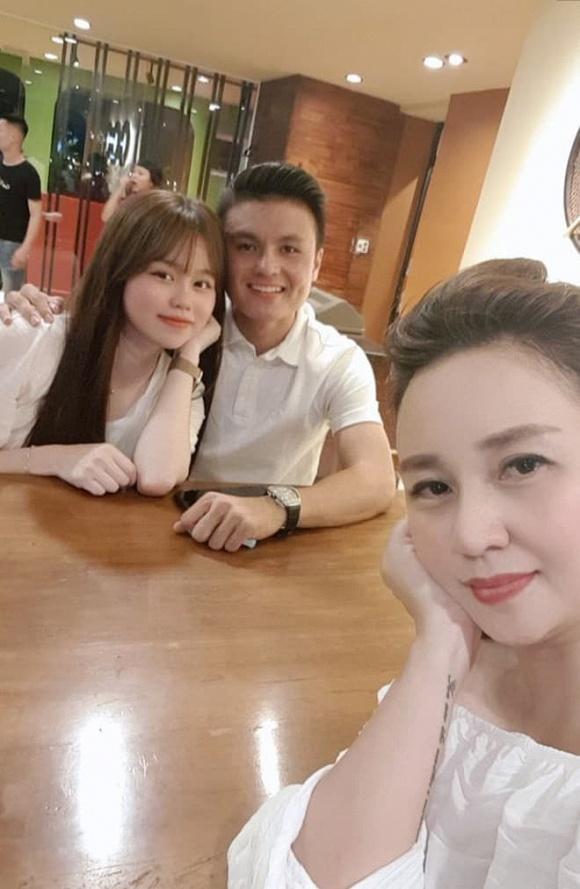 Quang Hải - Huỳnh Anh dính nhau như sam mừng sinh nhật mẹ nuôi-1