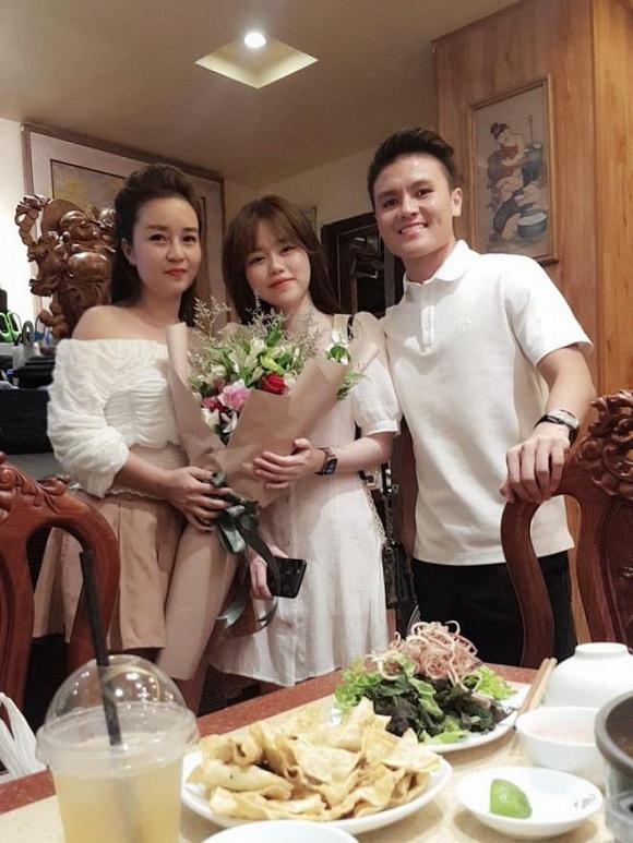 Quang Hải - Huỳnh Anh dính nhau như sam mừng sinh nhật mẹ nuôi-2