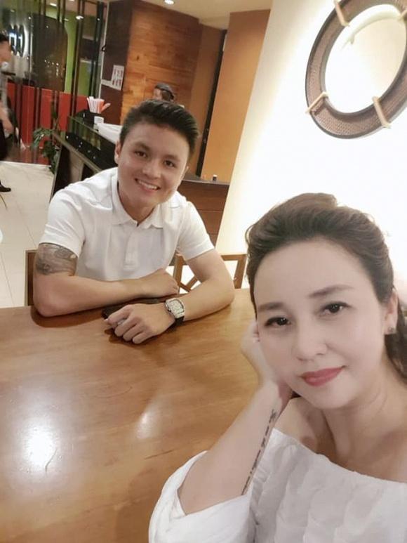 Quang Hải - Huỳnh Anh dính nhau như sam mừng sinh nhật mẹ nuôi-3