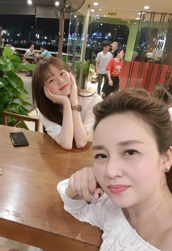 Quang Hải - Huỳnh Anh dính nhau như sam mừng sinh nhật mẹ nuôi-4