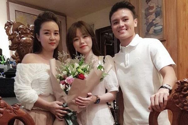 Quang Hải - Huỳnh Anh chúc mừng sinh nhật mẹ nuôi