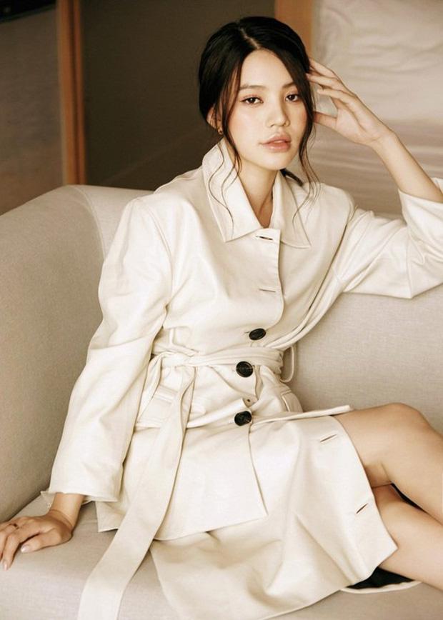 Jolie Nguyễn bất ngờ đổi avatar đen cùng story gây hoang mang giữa đêm-5