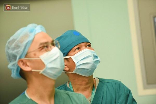 ẢNH: Khoảnh khắc xúc động trong suốt 12 tiếng phẫu thuật giúp Trúc Nhi - Diệu Nhi có được hình hài nguyên vẹn-4