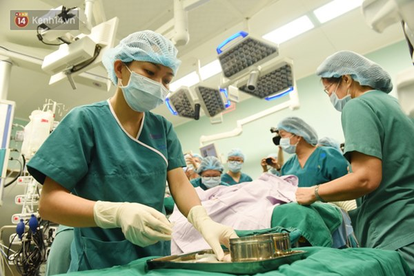 ẢNH: Khoảnh khắc xúc động trong suốt 12 tiếng phẫu thuật giúp Trúc Nhi - Diệu Nhi có được hình hài nguyên vẹn-5